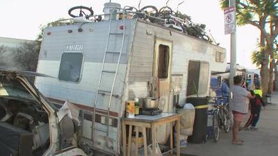 Familias de bajos recursos denuncian estar recibiendo infracciones de estacionamiento en sus casas móviles