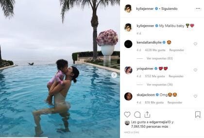 Por eso, para algunos ahora no sería sorpresa que Kylie anunciara un próximo embarazo para que su niña pueda tener una infancia acompañada de un hermano que tenga casi su misma edad.