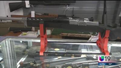El rifle AR-15 controversial arma usada en múltiples masacres