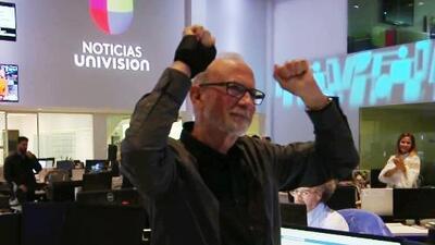 Nos ponemos de pie para unirnos a la emotiva despedida que Noticiero Univision preparó a un gran colaborador