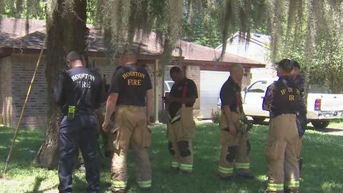 Una mujer en Houston se prende fuego cuando autoridades pretendían arrestarla