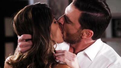 Carlos y Nancy finalmente se besaron y vivieron su primer momento de pasión