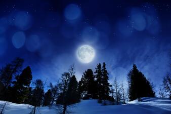 El impacto de la Luna de Nieve en tu signo durante el primer eclipse del año