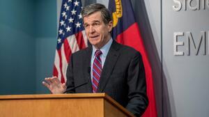 Roy Cooper presenta recomendaciones para el presupuesto estatal 2021-2023
