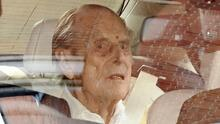 El príncipe Philip sale del hospital y va al reencuentro con la reina Isabel, tras 28 días separados