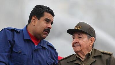 """El """"ejército"""" que tiene Cuba en Venezuela: ¿son médicos o soldados?"""