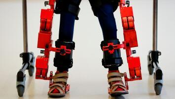 Así funciona el Atlas 2030, el primer exoesqueleto biónico del mundo para niños