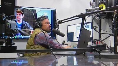 Jornaleros crean una estación de radio por internet para protegerse y defenderse de las redadas y ataques