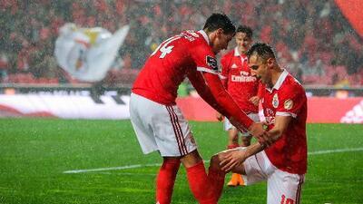 Benfica le mete cinco al Maritimo y presiona al Porto en el liderato