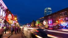 La difícil historia de los peatones en Nashville, la ciudad que se rehusó a pagar por aceras