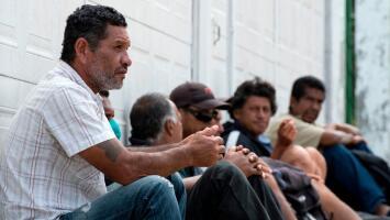 El drama que viven cientos de migrantes cubanos varados en Costa Rica en medio de la pandemia de coronavirus