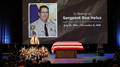 Autoridades revelan que la bala de un policía mató al sargento que acudió a la masacre de Thousand Oaks