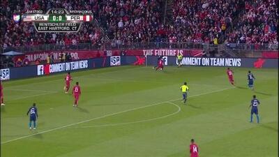 Christian Ramos despeja el balón y aleja el peligro