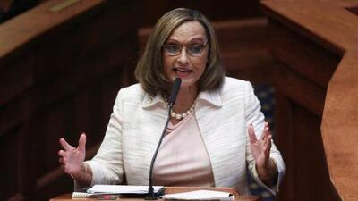 """""""¿Sabe cómo es que te violen?"""": Senadora de Alabama en el debate de la ley de aborto más estricta de EEUU"""