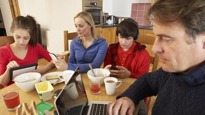 Maria Elena Nava: Adios celular - Diversión para tus hijos
