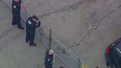 Investigan la balacera en la que fue herido un guardia de seguridad en un club nocturno en Queens
