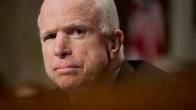 Glioblastoma: el agresivo cáncer cerebral con el que diagnosticaron a John McCain