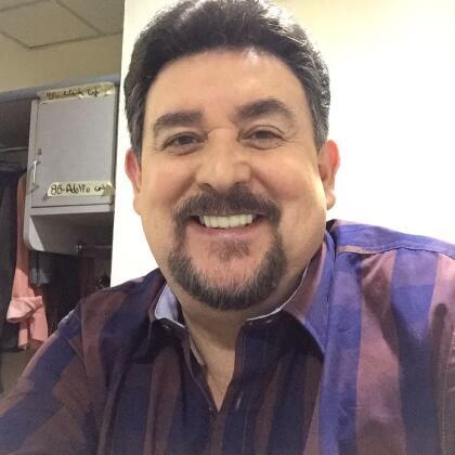 <b>Óscar Bonfiglio</b> da vida a <b>Manuel Ochoa</b>, cuñado de Iván y padre de Eva. Vivirá resentido con Iván, pues considera que se aprovechó de su esposa para quedarse con la cervecera familiar.