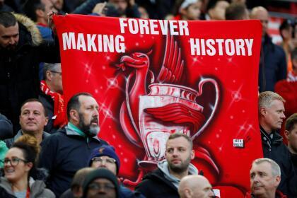 Los fanáticos de Liverpool en Anfield llegaron con la confianza de la remontada en un escenario mítico, de muchas hazañas.