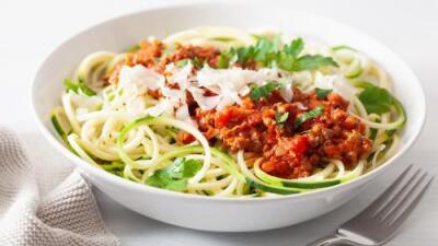 Fideos de zucchini con pollo + Espinacas al ajillo | Reto 28