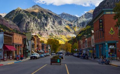 <b>18.- Telluride, Colorado.- </b>Esta pintoresca ciudad con 2, 426 habitantes es un destino ideal para visitar, con costos menores a los que podríamos encontrar en otros destinos del estado como Aspen y Boulder. Este lugar cuenta con gran valor histórico y cabe señalar que fue el primer lugar en el mundo en contar con farolas eléctricas. <br>
