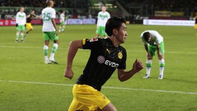 El Borussia Dortmund ganó en Wolfsburgo con gol agónico de Kagawa y se acercó al Bayern