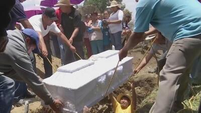 Dan el último adiós a una niña que murió asesinada presuntamente por su abuela