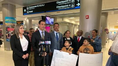 Llega a Miami padre del joven nicaragüense que murió tras salvar a una madre y su hija