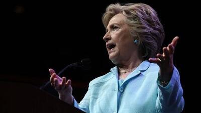 Clinton pone como ejemplo a Jorge Ramos por haber desafiado a Donald Trump