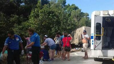 Autoridades dicen que la negligencia del conductor causó el accidente de un autobús de turistas en México