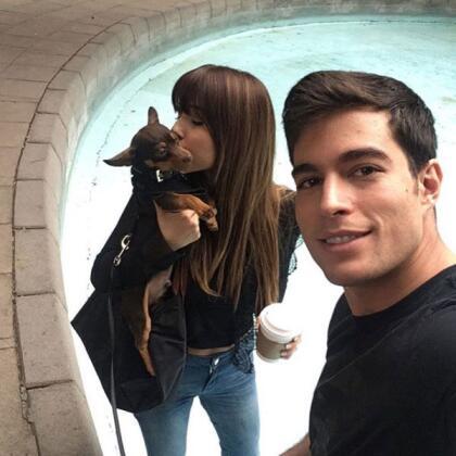 Danilo Carrera y Ángela Rincón fueron novios durante tres años, antes de casarse, el 5 de mayo de 2015. La pareja tenía un chihuahua, llamado <b>Zlatan Carrera</b>, que era como su 'baby'.