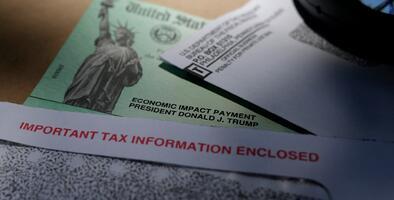 Lo que tienes que saber sobre los pagos que llegarán a 8 millones de estadounidenses vía tarjeta de débito