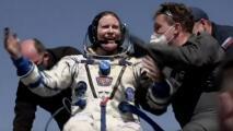 De vuelta a la Tierra: el impresionante aterrizaje de tres astronautas en la estepa luego de medio año en el espacio