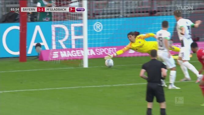 ¡Qué gran atajada! Sommer pasa de villano a héroe y le quita un gol a Serge Gnabry
