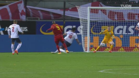 ¡Jordan Pickford evita con las piernas el tercer gol de Bélgica!