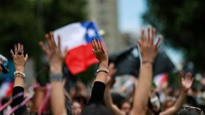 """""""Grité: 'me están violando' y nadie me ayudó"""": denuncias contra las autoridades chilenas por torturas y abusos en las protestas"""
