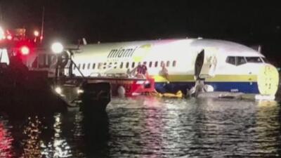 """Autoridades aseguran que """"están en buenas condiciones"""" de salud los pasajeros del avión que terminó en un río de Florida"""