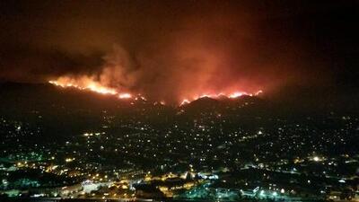 Más de 700 casas evacuadas por el incendio más grande en la historia de Los Ángeles