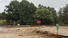 Declaran la emergencia en Hawaii por grandes inundaciones y colapso de puentes