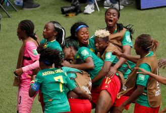 En fotos: emotiva clasificación de Camerún a Octavos de Final en el Mundial Femenino