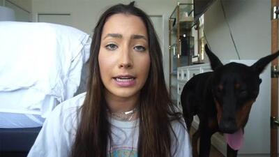 'Youtuber' golpea y escupe a su perro y por error publica el video (la policía ya la investiga)