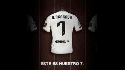 Álvaro Negredo llega al Valencia cedido por el Man-City con opción de compra