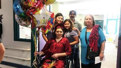 Joven de California vuelve a la vida luego de ser atropellada y haber estado en coma por seis semanas
