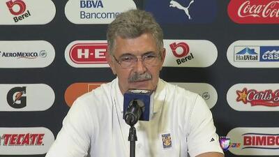 Ricardo Ferreti no quedó satisfecho por el resultado y criticó la doble competencia