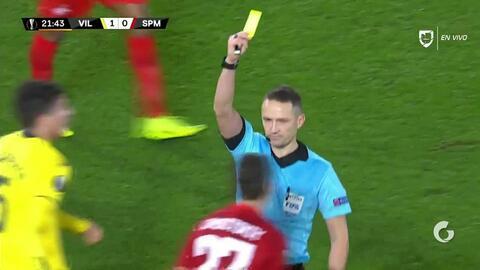 Tarjeta amarilla. El árbitro amonesta a Alexander Lomovitskiy de Spartak Moscow