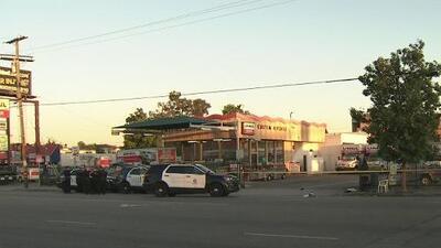 A plena luz del día y frente a múltiples testigos, intentaron asesinar a dos personas en Los Ángeles