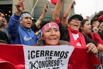 Crisis política en Perú: el presidente Vizcarra disuelve el Congreso y en la calle lo celebran (fotos)