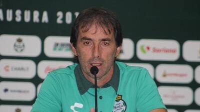 Guillermo Almada llega a Santos para intentar rescatar el torneo