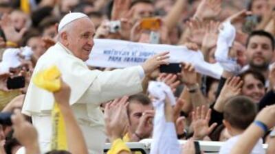 El Papa dice en Albania que la religión no puede justificar la violencia