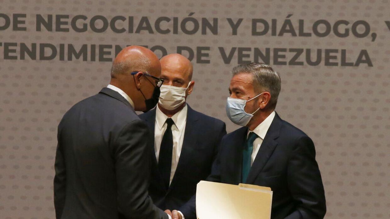 Gobierno y oposición venezolana logran 'acuerdos parciales' en México